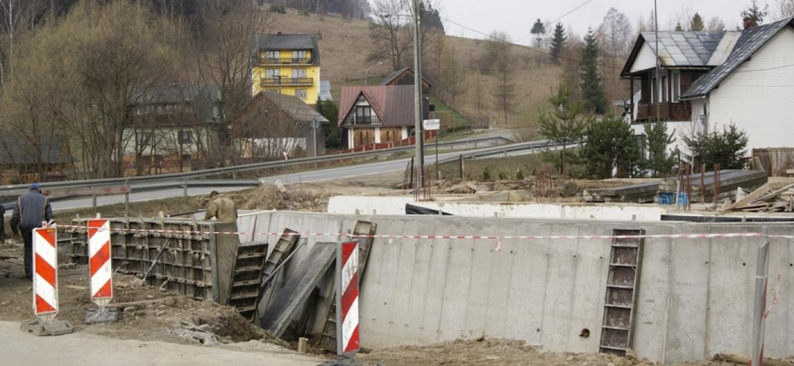 Budowa muru oporowego Krościennko
