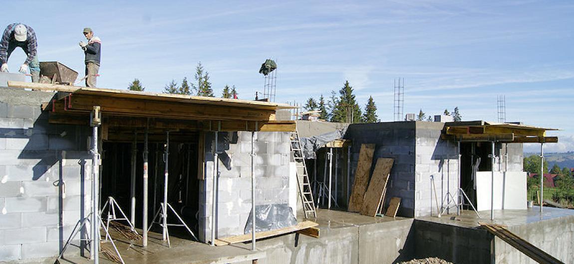 montaż szalunków stropowych