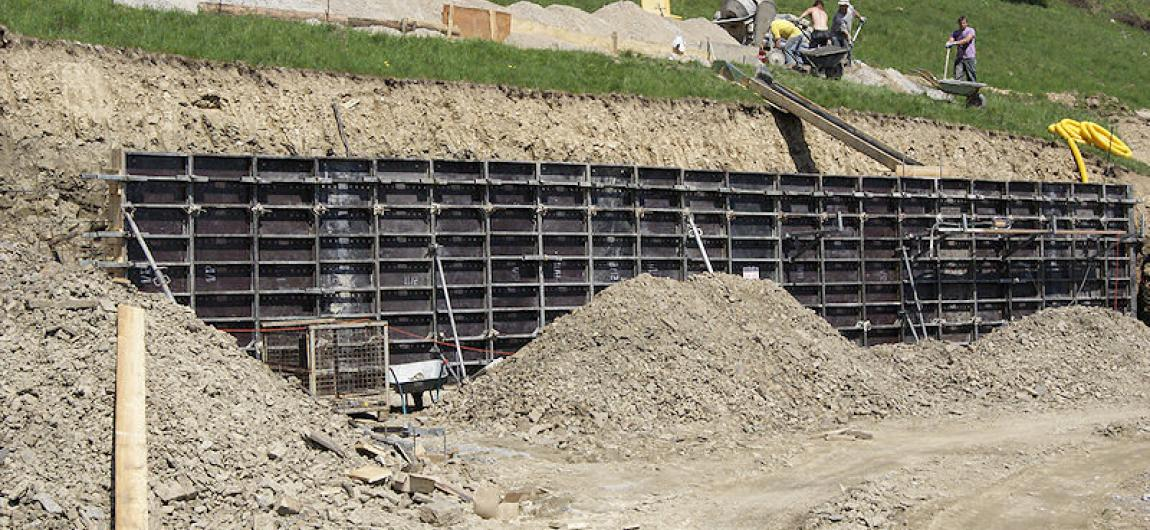 Budowa muru oporowego - szalunkek ścienny Midi Box