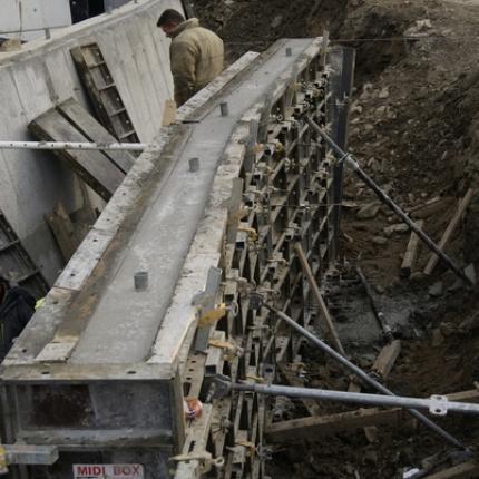 Deskowania ścienne Rastro - mur oporowy