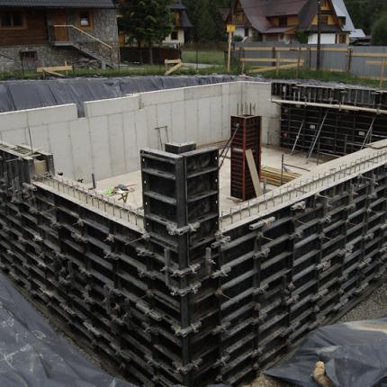 Budowa domu jednorodzinnego droga do Walczaków - szalunki Midibox i Alispilar