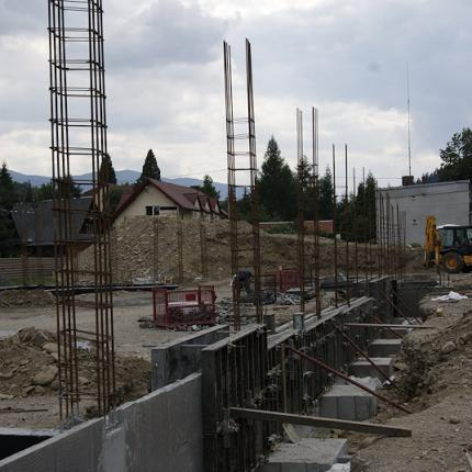 Construction of a mixed-use commercial building in Zawoja
