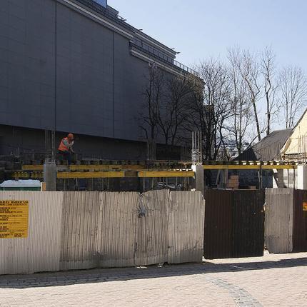 Budowa kamienicy przy ulicy Krupówki w Zakopanem